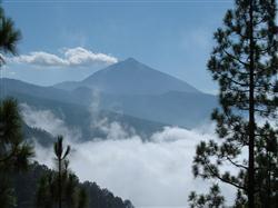 Teide mit Wolken auf Teneriffa